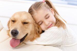 Hogyan segítenek a kutyák a járvány miatti szorongás és bezártság oldásában?