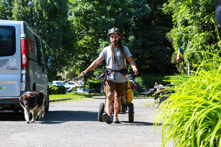 Gyalog tette meg kutyájával az adománygyűjtő 1300 kilométert