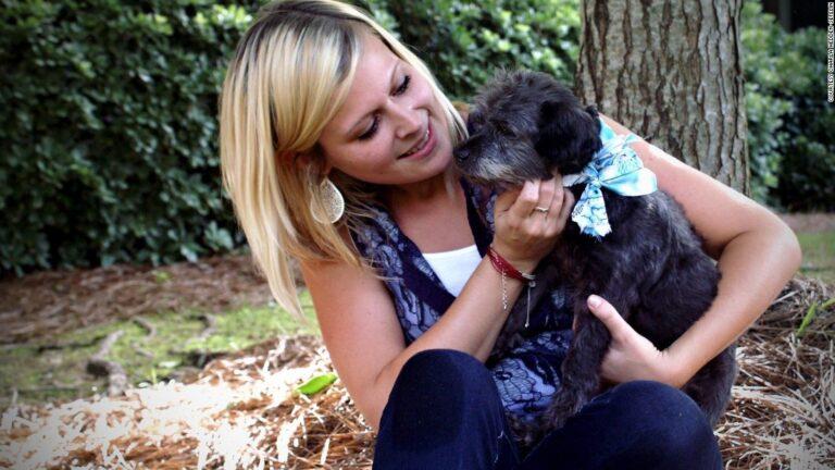 Előbb örökbe fogadta a haldokló kutyát a hölgy, majd bakancslistát készített neki